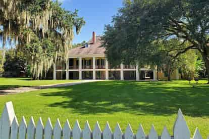 Destrehan Plantation & Swamp Boat Combo Tour with Transportation from The French Quarter