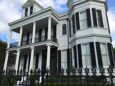 Small Group Garden District Stories & Secrets Tour