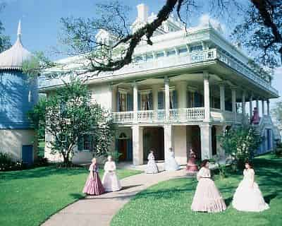 San Francisco Plantation Tour with Transportation from New Orleans Hotels & B&Bs