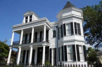 Garden District Walking Tours in New Orleans by Magic Walking Tours