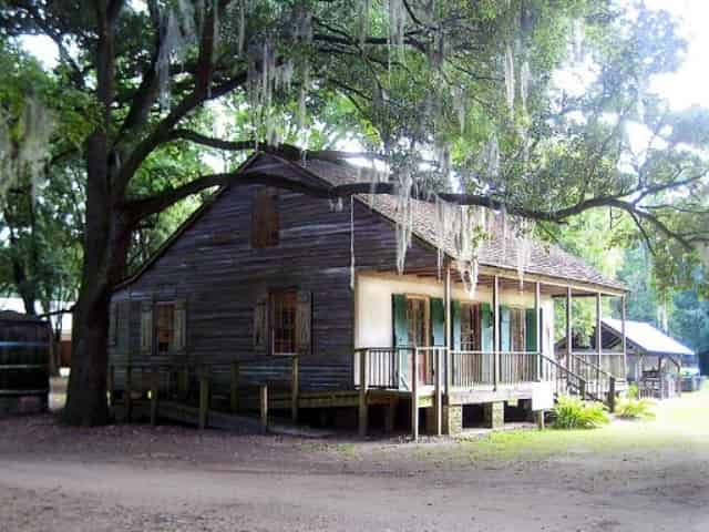 slave cabin at destrehan plantation