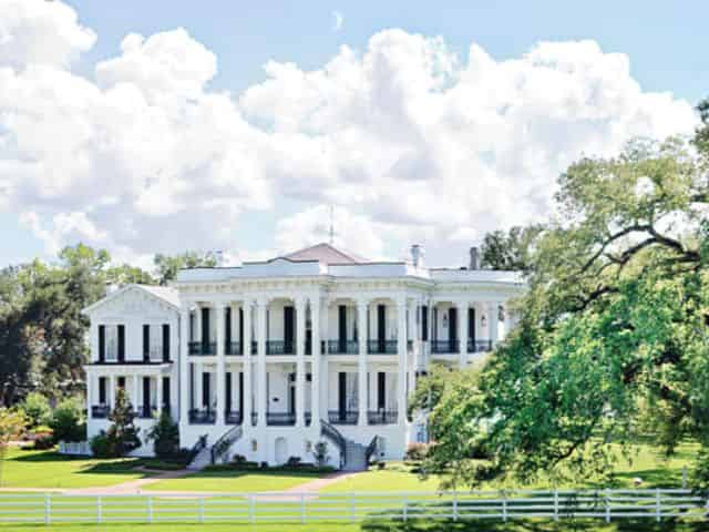 nottoway plantation estate on a sunny day