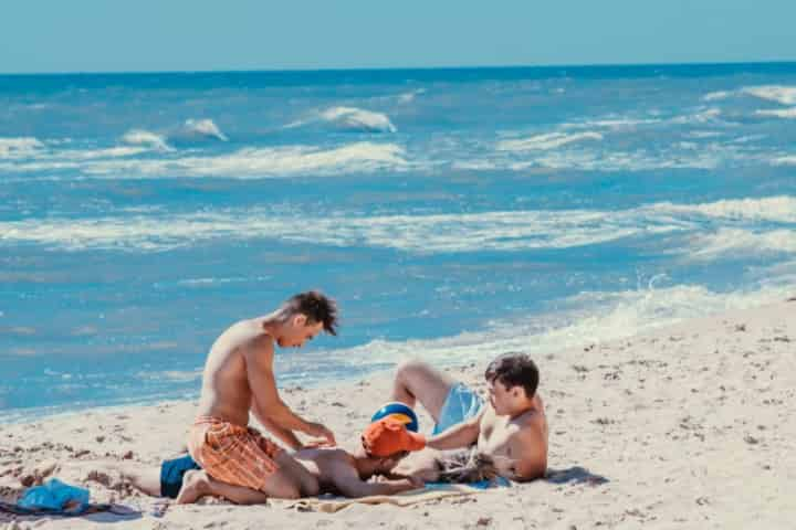 7 Ways to Spot an Emerald Coast Local