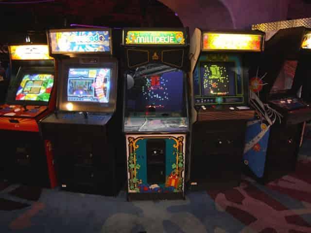 emerald coast con retro arcade
