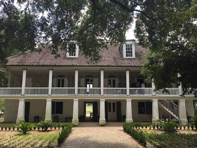 visitors touring whitney plantation