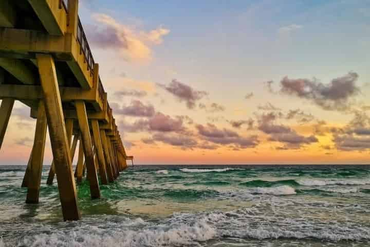 What is Navarre, Florida Close to?