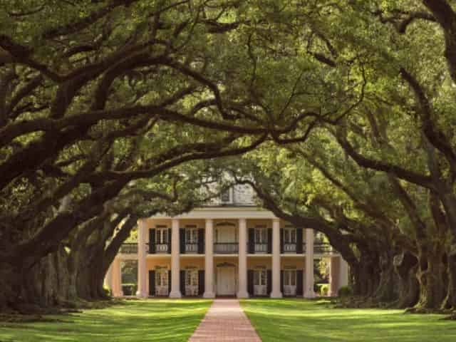 front view of oak alley plantation