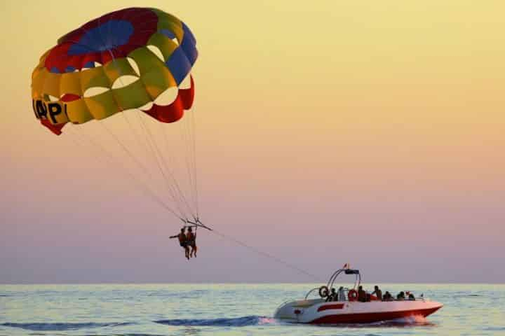 How Much Does it Cost to Parasail in Destin, Florida?