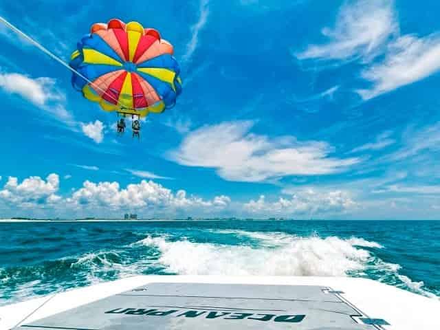 parasailing over destin florida