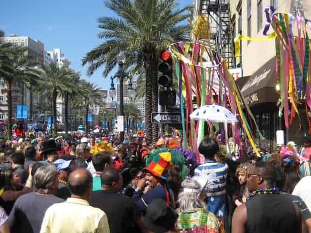 crowds at mardi gras in new orleans