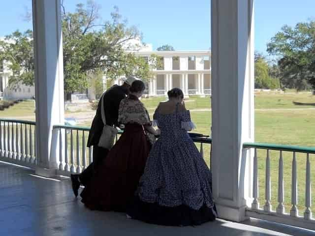 tour of Beauvoir in period dress