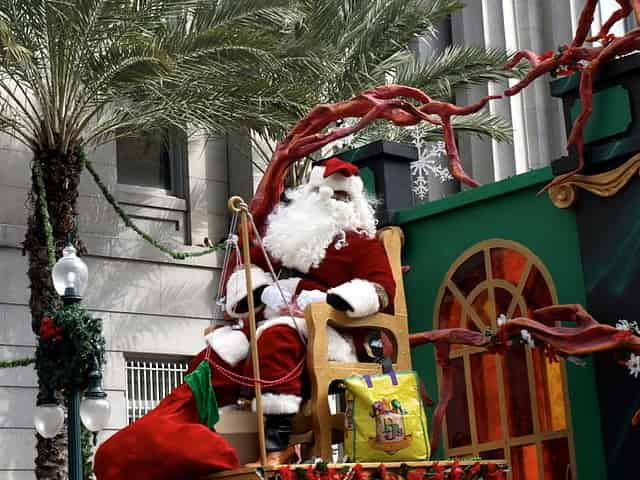 santa in the new orleans christmas parade
