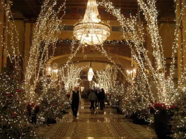 roosevelt lobby in new orleans in december