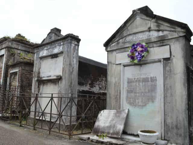 above ground nola cemetery tombs