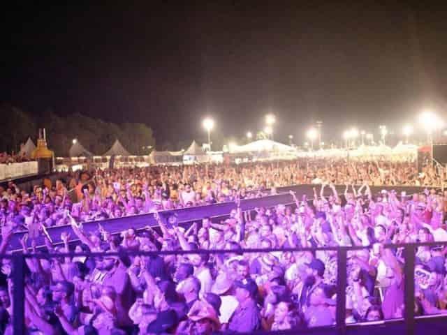 crowds at gulf coast jam