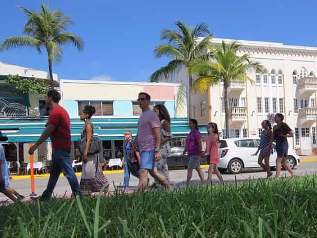 guests on a miami walking pub crawl tour