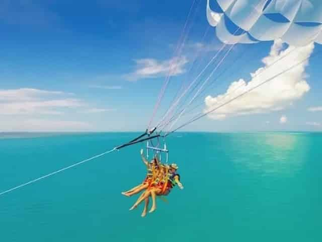 parasailing near smathers beach in key west