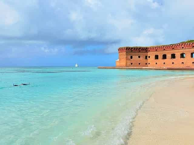 dry tortugas national park beach and fort