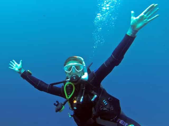 woman scuba diving in key west fl