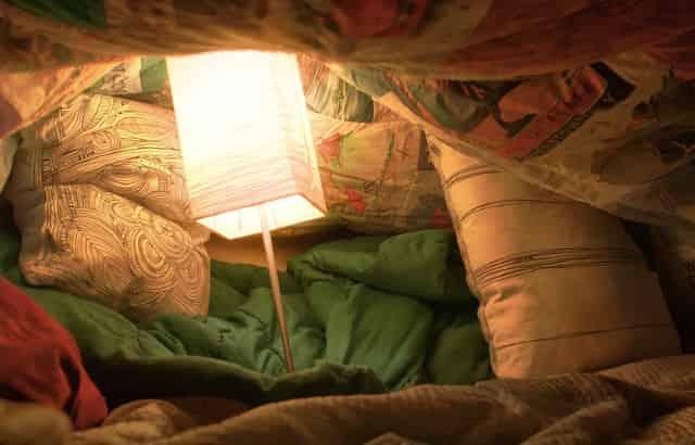 blanket pillow fort