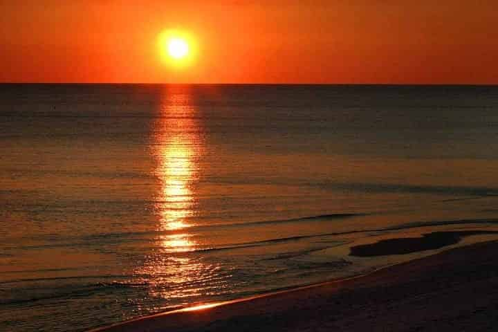 What do locals do in Destin FL? [ANSWERED]