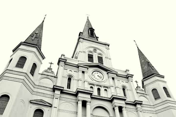 Where to Find Ghosts in New Orleans (Photos, Tours & More)