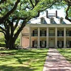 Small Group Tour of Evergreen & Oak Alley Plantation with Transportation from New Orleans Hotels