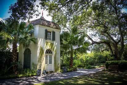 Houmas House Plantation & Gardens w/ Guided Tour