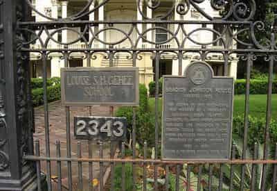 Glamorous Garden District, Cemetery, & Magazine Street Walking Tour