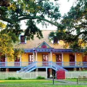 Laura Plantation Tour with Transportation from New Orleans Hotels