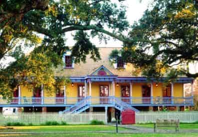 Laura & Oak Alley Plantation Tour with Transportation from New Orleans Hotels