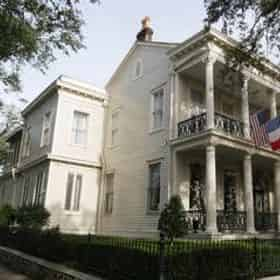Garden District & Lafayette Cemetery #1 Walking Tour By New Orleans Ghost Adventures