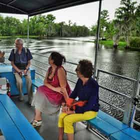 Grand Tour: Two Plantations, Lunch & Covered Swamp Boat Tour with Transportation from New Orleans