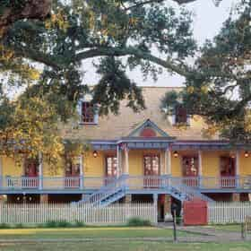 Laura Plantation Tour with  Round-Trip Transportation from New Orleans