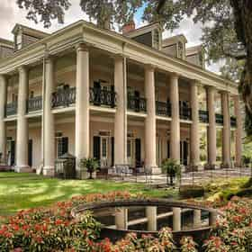 Oak Alley Plantation Tour with Transportation from NOLA Hotels & B&Bs