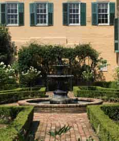 Small Group French Quarter Storytelling Tour with Lucky Bean Tours