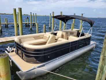 22 Ft Pontoon Rental with Fort Walton Beach Watersports