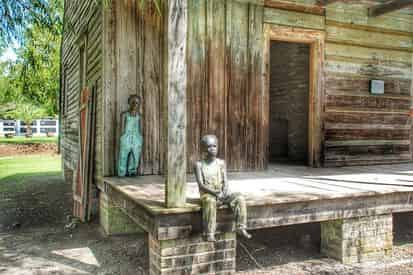 Whitney Museum Plantation & Pontoon Swamp Boat Tour with Transportation