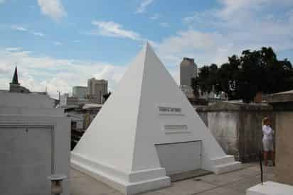 French Quarter and Cemetery Tour By New Orleans Legendary Walking Tours